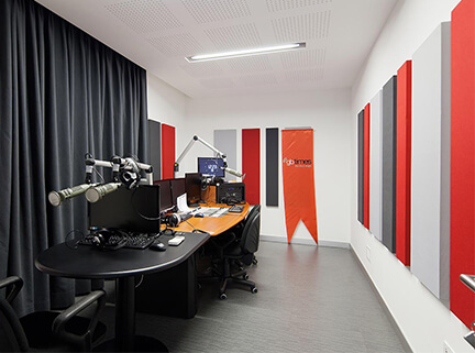 radyo-odasi-akustik-ses-yalitimi-izolasyonu-uygulamasi