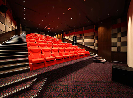 sinema-salonu-akustik-ses-yalitimi-izolasyonu-uygulamasi